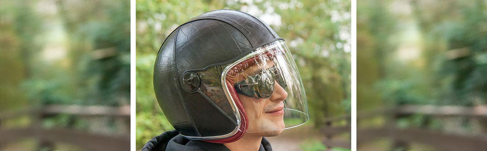 casco in pelle Baruffaldi e occhiali Annapurna in pelle coordinati